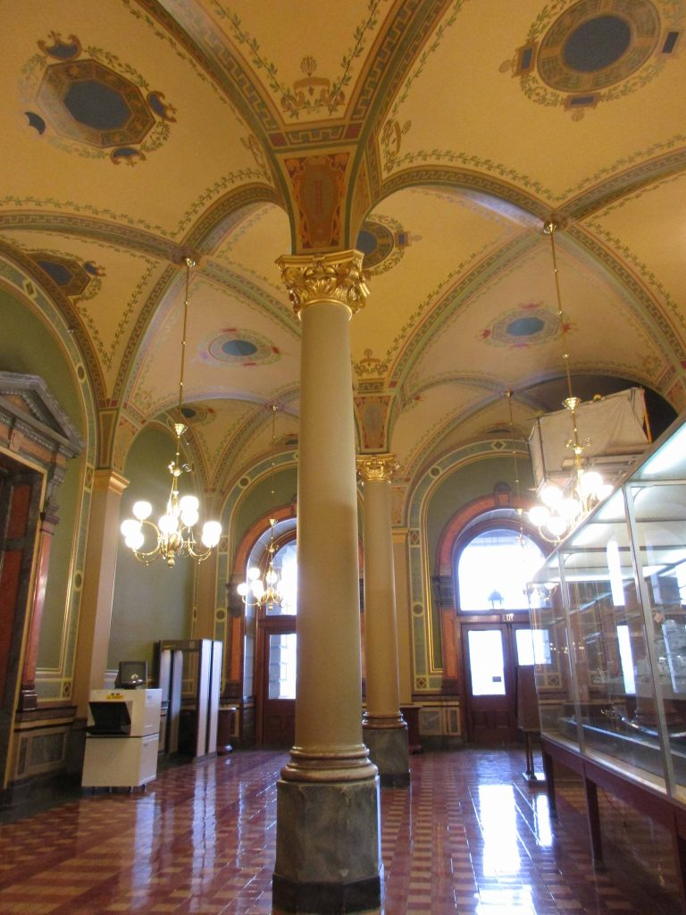 vaulted ceilings inside Iowa capitol